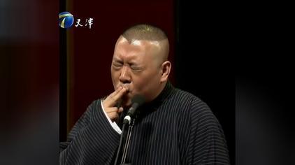 岳云鹏模仿抽烟表情绝对是受郭德纲亲传,两人表情几乎完全一样
