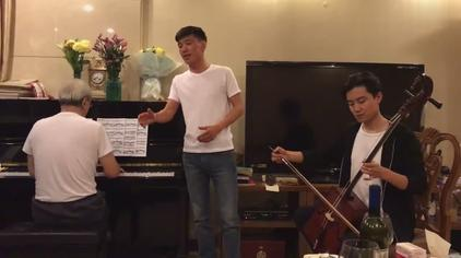 蒙古族家庭聚会即兴演唱的《天边》钢琴+马头琴 特别好听