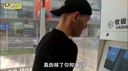 老外中国无人超市初体验:它坑我钱,买便宜的不给买,只让买贵的