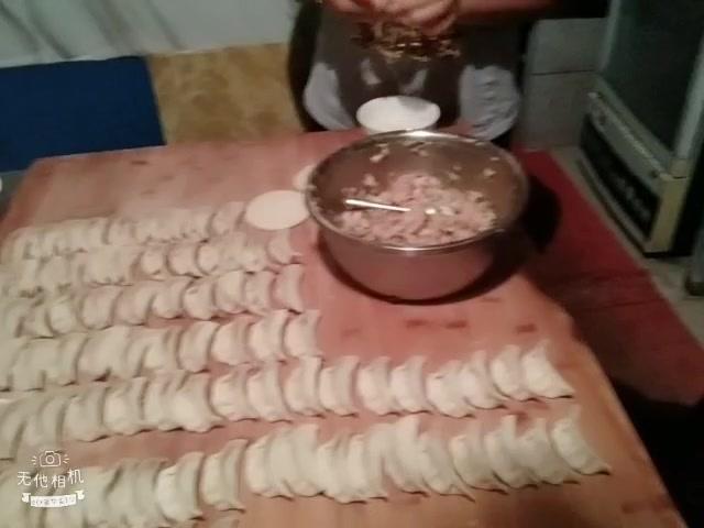 第一次给家人们包水饺,女儿吃了二大碗!
