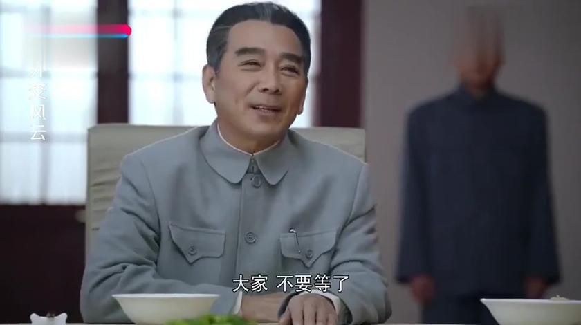 主席请客吃饭,饭桌上就几碗面三碟辣椒,外交官:就吃这个