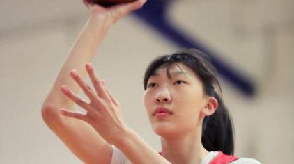 """时隔十年WNBA再现中国球员 父亲回忆""""女版周琦""""成长细节"""