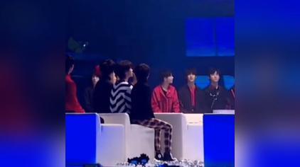 时代少年团reaction听到师兄TFBOYS拿奖兴奋的拍拍小手的【TNT】