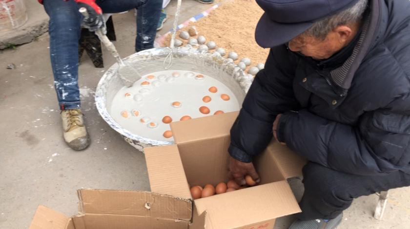 鸡蛋便宜啦,这样做是最好的储存方法,一毛钱一个好吃的美味