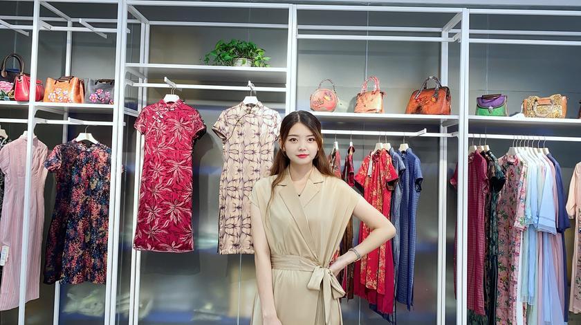 减龄必备!哆哆分享高颜值醋酸丝连衣裙,夏季穿凉爽又气质