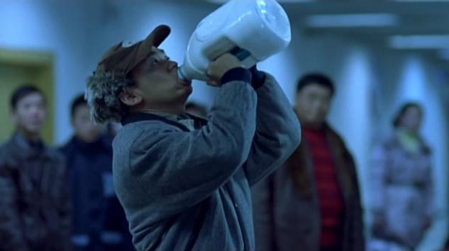 王宝强一口气把这十斤牛奶给喝了,他肚子不涨么