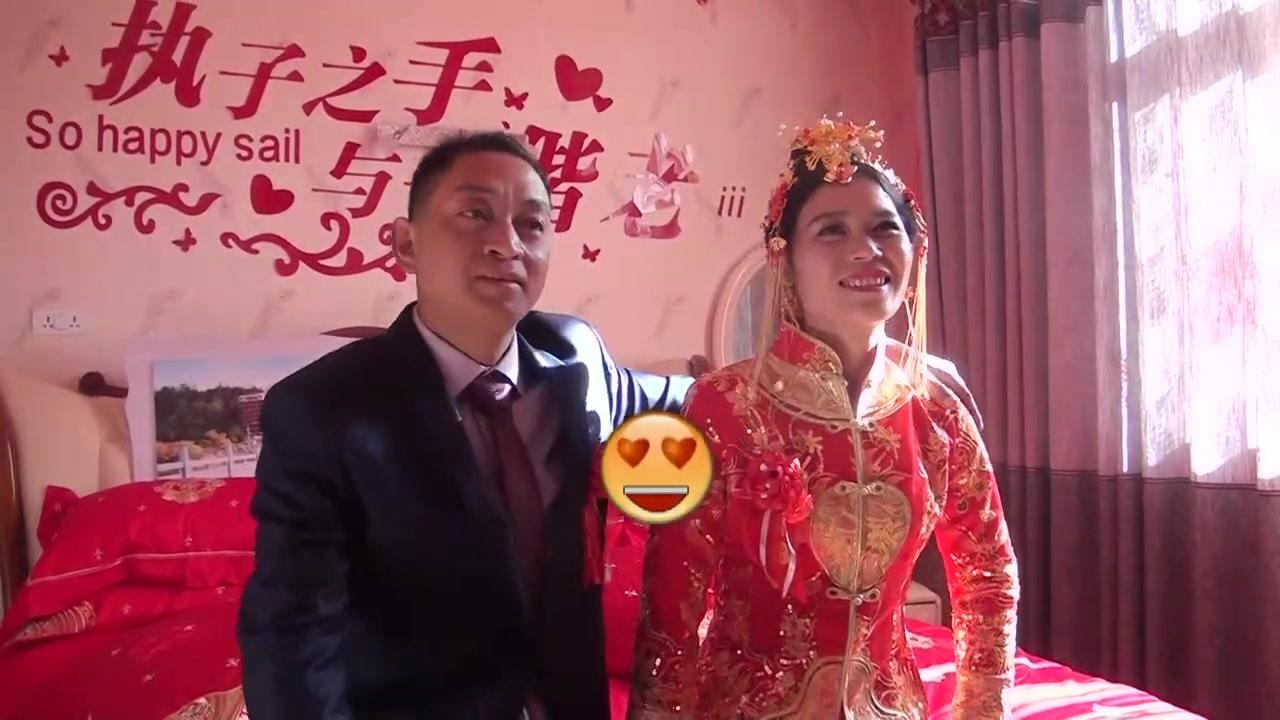 河南一48岁光棍男,终于娶到老婆了,人生第一次入洞房,好激动